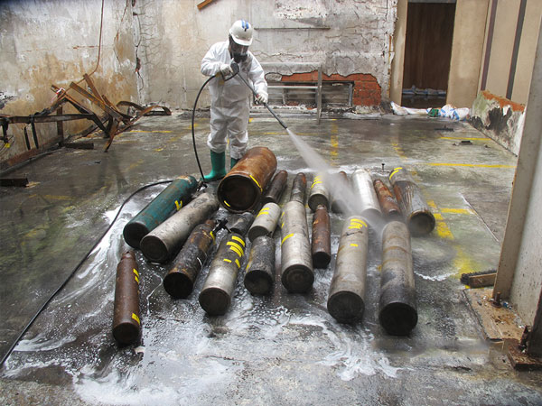 Chemical Disaster Recovery in Singapore | Wash down of intact gas cylinders